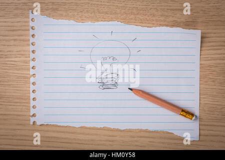 Hand gezeichnet Glühbirne mit Bleistift auf Papier - Stockfoto