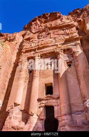 Rock Königsgrab Bogen Petra Jordan.  Von der Nabataens in 200 v. Chr. bis 400 n. Chr. erbaut.  Rose Red Canyon erstellten - Stockfoto