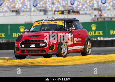 Daytona Beach, Florida, USA. 26. Januar 2017. 26. Januar 2017 - Daytona Beach, Florida, USA: The MINI JCW Team durchläuft - Stockfoto