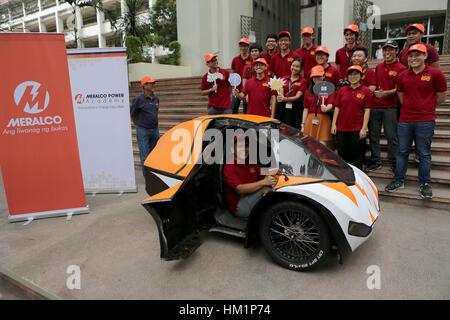 Quezon City, Philippinen. 1. Februar 2017. Studenten der Ingenieurwissenschaften studierte enthüllen ihre Prototypen - Stockfoto