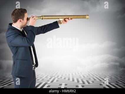 Geschäftsmann am Labyrinth suchen durch Teleskop - Stockfoto