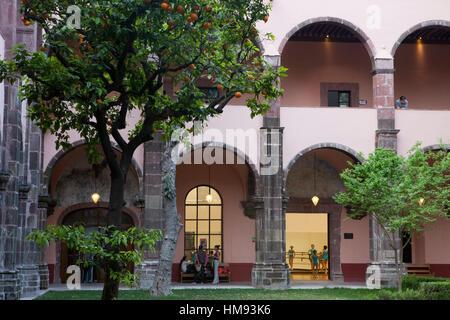 Patio das kulturelle Zentrum El Nicromante, alten Kreuzgang, bildende Kunst, San Miguel de Allende, Bundesstaat - Stockfoto