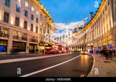 Festliche Weihnachtsbeleuchtung in der Regent Street im Jahr 2016, London, England, Vereinigtes Königreich - Stockfoto