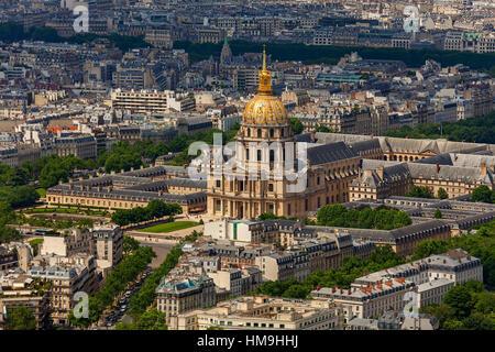 Blick von oberhalb von Les Invalides und Gebäuden in Paris, Frankreich. - Stockfoto