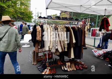 Vintage Kleidung, Schuhe, Brooklyn Flea im Oktober, New York City, USA - Stockfoto
