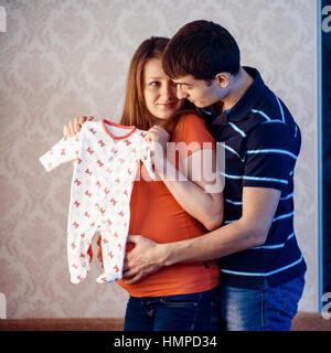 Schwangere Frau mit ihrem Ehemann - Stockfoto