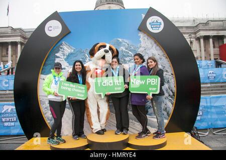 London UK. 5. Februar 2017. Die Teilnahme in London 10 k Winter laufen zugunsten der Krebsforschung Großbritannien - Stockfoto