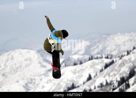 Almaty, Kasachstan. 5. Februar 2017. Katarzyna Rusin Polens konkurriert während der Ladies' Slopestyle Finale der - Stockfoto