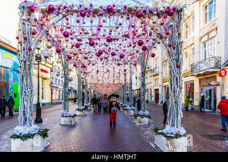 Moskau, Russland. 5. Februar 2017. Winter-Dekorationen am Arbat-Straße. Diese Fußgängerzone gehört zu den wichtigsten - Stockfoto