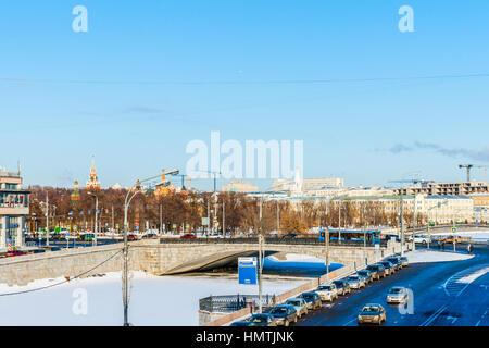 Moskau, Russland. 5. Februar 2017. Bypass-Kanal von der Moskwa ist komplett eingefroren. Die Temperatur ist heute - Stockfoto