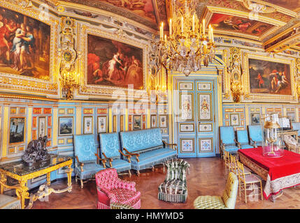 FONTAINEBLEAU, Frankreich - 9. Juli 2016: Fontainebleau Palast Interieur. Der Salon Louis XIII. Schloss war eines - Stockfoto