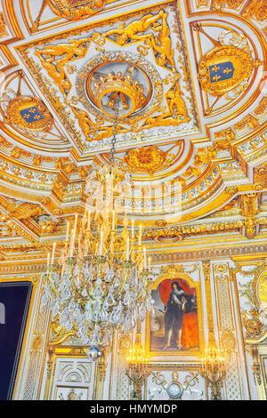 FONTAINEBLEAU, Frankreich - 9. Juli 2016: Fontainebleau Palast Interieur. Der Saal des Thrones. Schloss war eines - Stockfoto