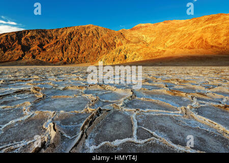 Sonnenuntergang über Badwater Basin, Death Valley Nationalpark, Kalifornien. - Stockfoto