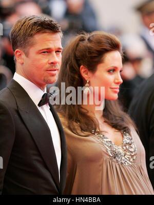 """Angelina Jolie und Brad Pitt kommen bei der Premiere für """"The Exchange"""" im Palais des Festivals bei den 61. Internationalen - Stockfoto"""