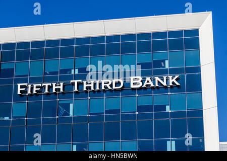 Indianapolis - ca. Februar 2017: Fifth Third Consumer Bank Filiale. Fünftens ist dritte US-regionale Banking Corporation - Stockfoto