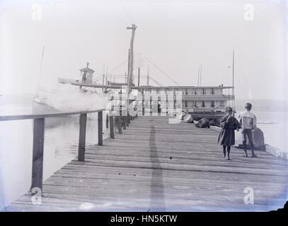 Antike 21. August 1898 Foto der Dampfer City of New York Fähre um Greenhurst dock auf Chautauqua Lake, New York.