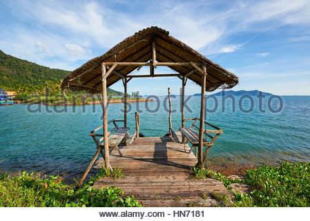 Kurzen Holzsteg am Strand von Koh Chang, Thailand - Stockfoto