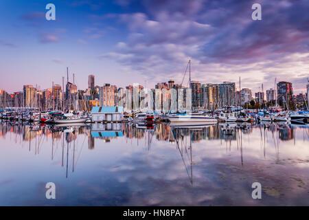 Downtown Vancouver, Britisch-Kolumbien, fotografiert von der Stanley Park Seawall. - Stockfoto