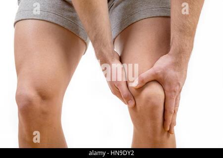 Mann mit Schmerzen im Knie auf weißem Hintergrund - Stockfoto