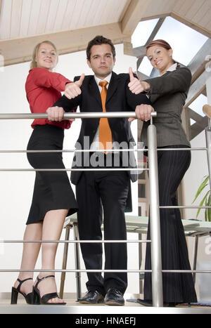 Drei Junge Geschaeftsleute - drei junge Geschäftsleute - Stockfoto