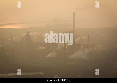 Port Talbot Stahlwerk in der Abenddämmerung