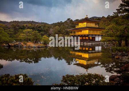 Kinkakuji Tempel, goldene Pavillon, UNESCO-Weltkulturerbe, Kyoto, Japan - Stockfoto