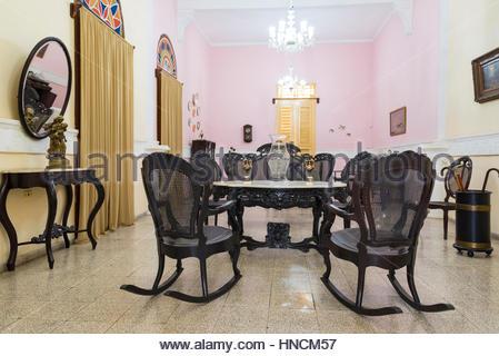 Spanische Kolonialzeit Wohnzimmer Möbel Und Dekoration. Massivem Holz  Schaukelstühle Typisch Kubanische Kultur.