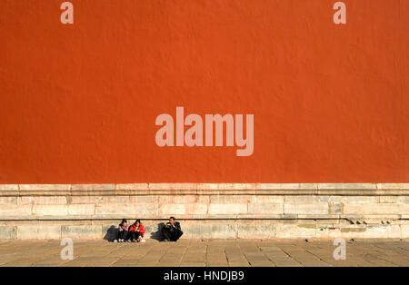 Die Mauer, die Verbotene Stadt, Peking, China umgibt - Stockfoto