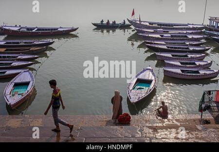 Panorama, Panorama, Stadtbild, Ghat Szene, in Ganges, Varanasi, Uttar Pradesh, Indien. - Stockfoto