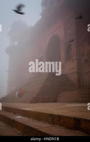 Chet Singh Ghat, im Fluss Ganges, Varanasi, Uttar Pradesh, Indien. - Stockfoto
