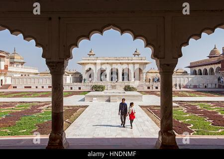 Hof, Hof, Besucher, Anguri Bagh (Grape Garden), in Agra Fort, Weltkulturerbe der UNESCO, Agra, Indien - Stockfoto