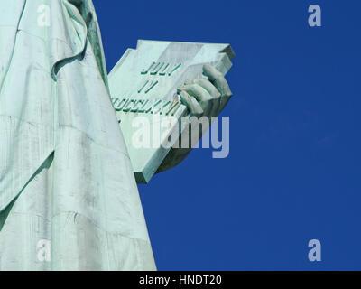 Ein Detail der Statue of Liberty im Hafen von New York City. - Stockfoto