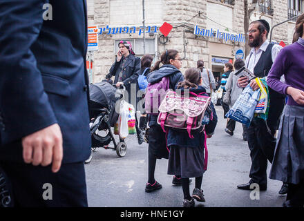 Orthodoxe Juden, Mea Shearim Viertel, Jerusalem, Israel. - Stockfoto