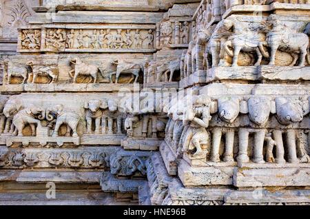Detail, Relief an der Außenwand der Jagdish Tempel, Udaipur, Rajasthan, Indien - Stockfoto