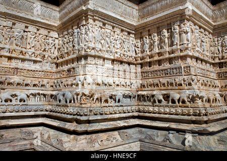 Detail, Relief an der Wand der Jagdish Tempel, Udaipur, Rajasthan, Indien - Stockfoto