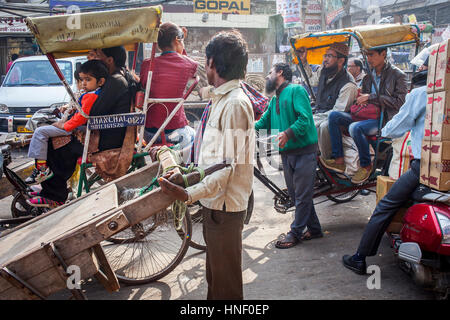 Verkehr in Chandni Chowk, Alt-Delhi, Indien - Stockfoto