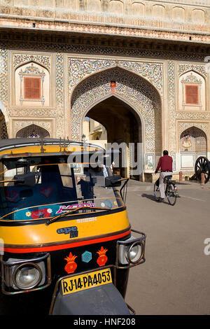 Tor zur City Palace. Jaipur, Rajasthan, Indien - Stockfoto