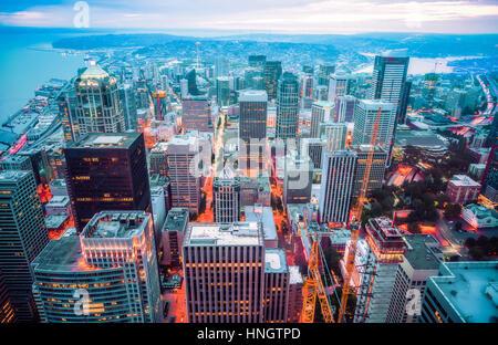 schöne Luftaufnahme von Seattle Stadt Landschaft bei Nacht, Seattle, Washington, Usa.   für redaktionelle-07/05/16. - Stockfoto