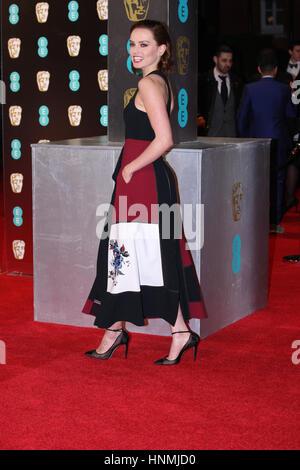 LONDON - 12. Februar 2017: Daisy Ridley besucht die EE British Academy Film Awards (BAFTA) in der Royal Albert Hall - Stockfoto