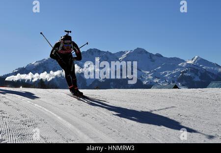Hochfilzen, Deutschland. 14. Februar 2017. Biathleten Zug entlang der Route während der Biathlon-Weltmeisterschaften - Stockfoto