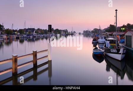Morgen-Atmosphäre am Hafen von Wieck, Fluss Ryck, hinter der Mündung in den Greifswalder Bodden, Greifswald - Stockfoto