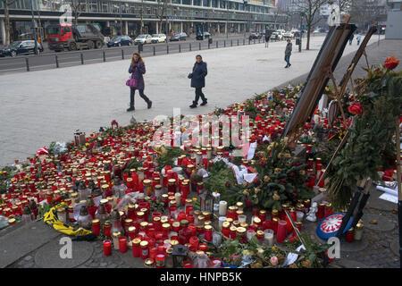 Terror-Anschlag am Kaiser-Wilhelm-Gedächtniskirche am Breitscheidplatz in Berlin am 19. Dezember 2016. - Stockfoto