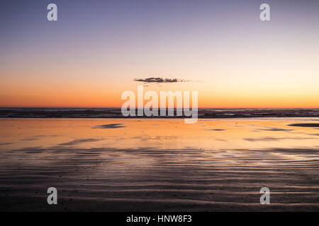Sonnenuntergang am Long Beach, Pacific Rim National Park, Vancouver Island, British Columbia, Kanada - Stockfoto