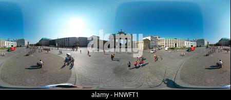 420 x 180 Grad Panorama: Brandenburger Tor, Pariser Platz, Berlin-Mitte. - Stockfoto