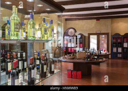 Die Vinothek an der Sella & Mosca Weingut aus dem Jahr 1903 in der Nähe von Alghero, Sassari, Sardinien Italien - Stockfoto