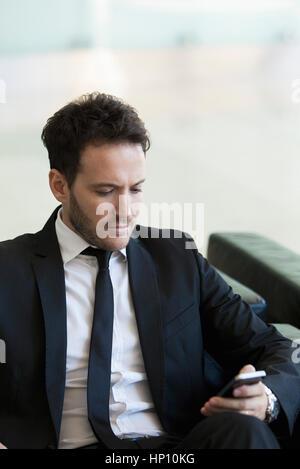 Executive mit smartphone - Stockfoto