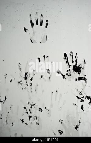 Tabanovce, Mazedonien. 16. Februar 2017. Händen gemalt an der Wand eines Behälters für Gehäuse Flüchtlinge Tabanovce - Stockfoto