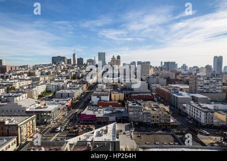 San Francisco, Kalifornien, USA - 15. Januar 2013: Klarer Himmelsblick auf Nob Hill und die Innenstadt von San Francisco. - Stockfoto
