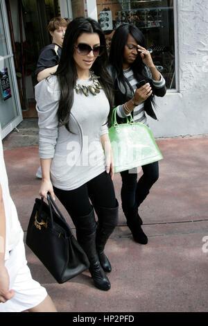 Kim Kardashian in ihrem Geschäft, Dash, am Südstrand am 3. Februar 2010 in Miami, Florida. Foto von Francis Specker - Stockfoto