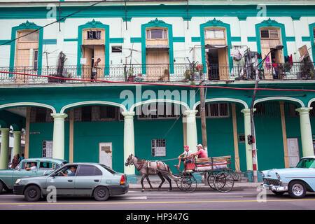 Straßenszene in Padre Varela Straße, Centro Habana District, La Habana, Kuba - Stockfoto